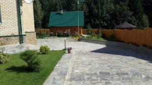 Площадка въезда и хранения автомобилей из камня, положить дорожку камень пермь