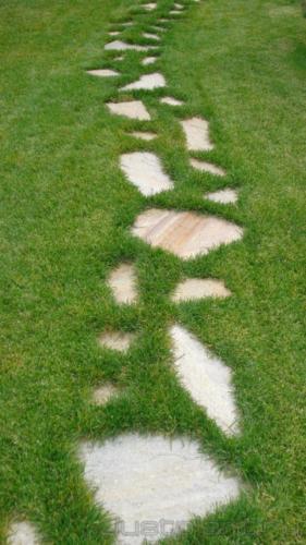 Пошаговая дорожка из натурального камня
